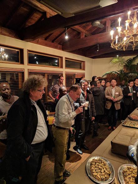 Precambrian World 2017 ディナーパーティー2 カーシュビンク先生乾杯の様子