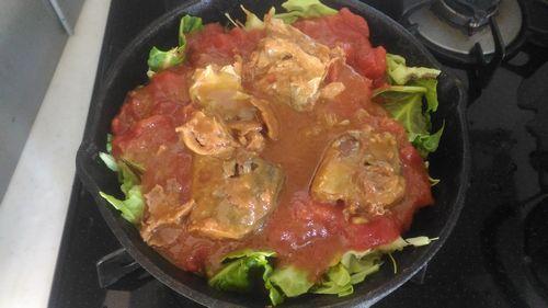 サバ味噌煮缶とキャベツのトマト煮