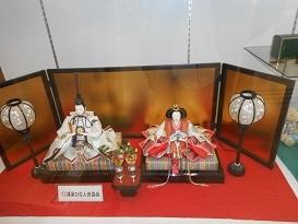 鴻巣駅通路ひな人形