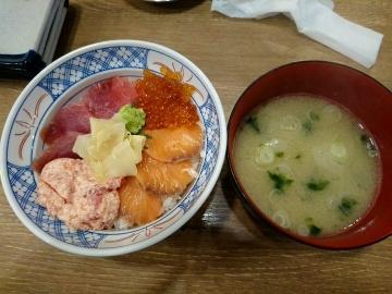 SFPダイニング 磯丸水産 まぐろとサーモンの4色丼02 201702