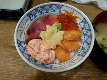 SFPダイニング 磯丸水産 まぐろとサーモンの4色丼03 201702