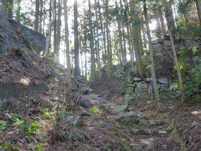 高取城_松の門