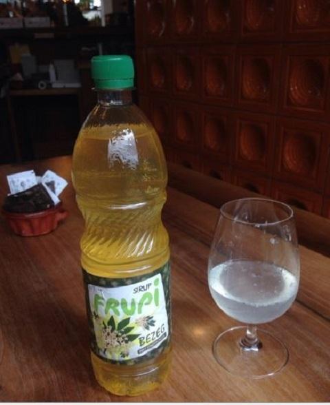 ニワトコの花のジュース