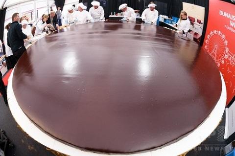 直径4メートル、巨大なザッハトルテ-スロヴェニア2