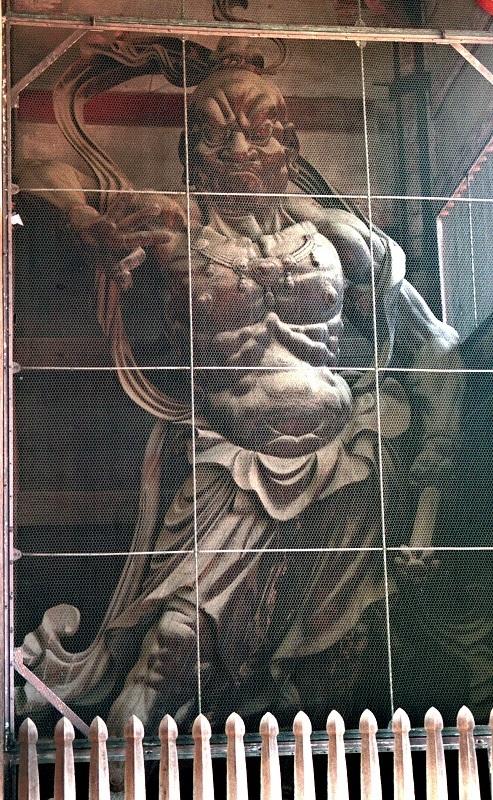 東大寺南大門・仁王像~通常の見上げる位置から撮影した写真