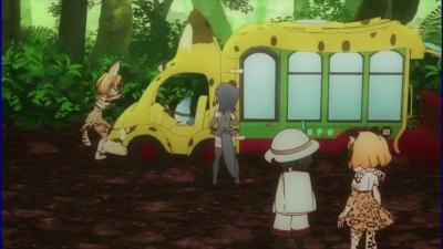 サーバル、バスにひかれる