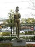東京臨海高速鉄道品川シーサイド駅 水着の女