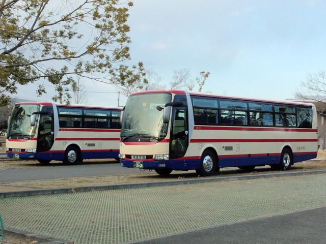 駐車場のバス0311