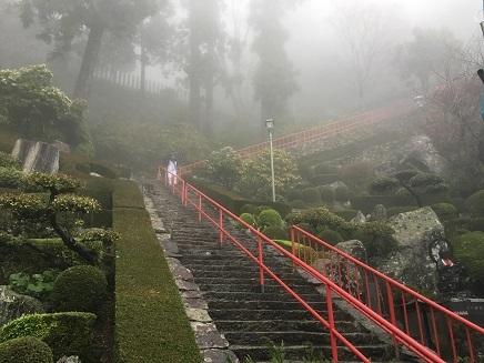 27番神峯寺本堂への石段S4