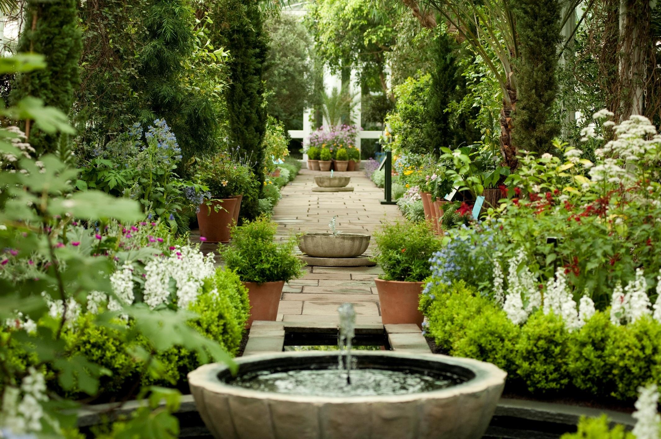 Alhambra-Beautiful-Garden.jpg