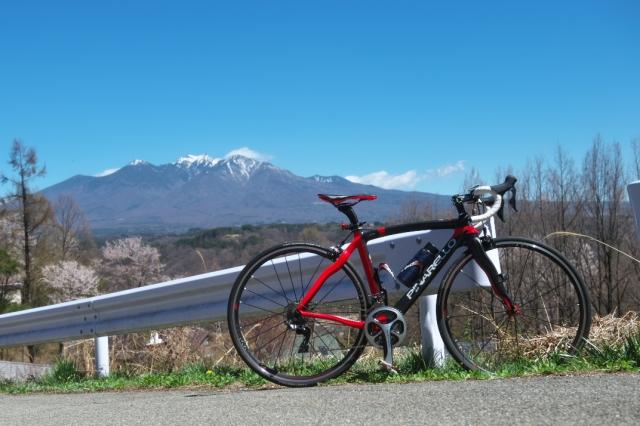 中山峠より望む八ヶ岳とPINARELLO PRINCE