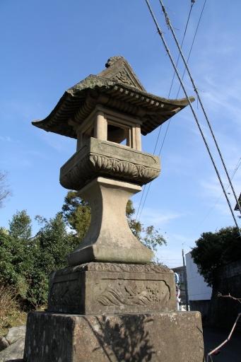 須賀神社参道の灯籠