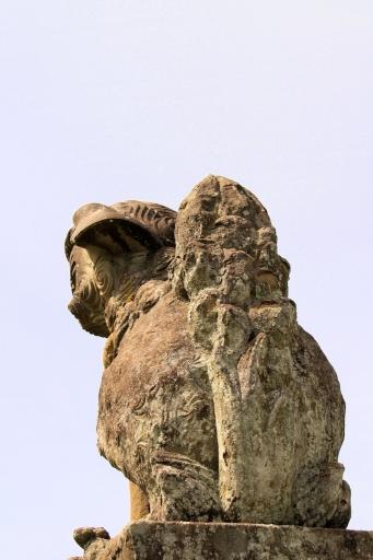 田原神社の狛わんこのおしり