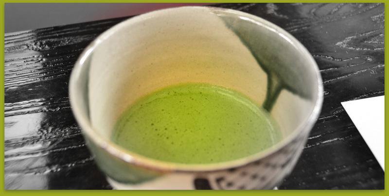 春の緑のお抹茶