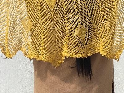 20170403 しなやかリネン 中国編物本 孔雀の羽模様のショール