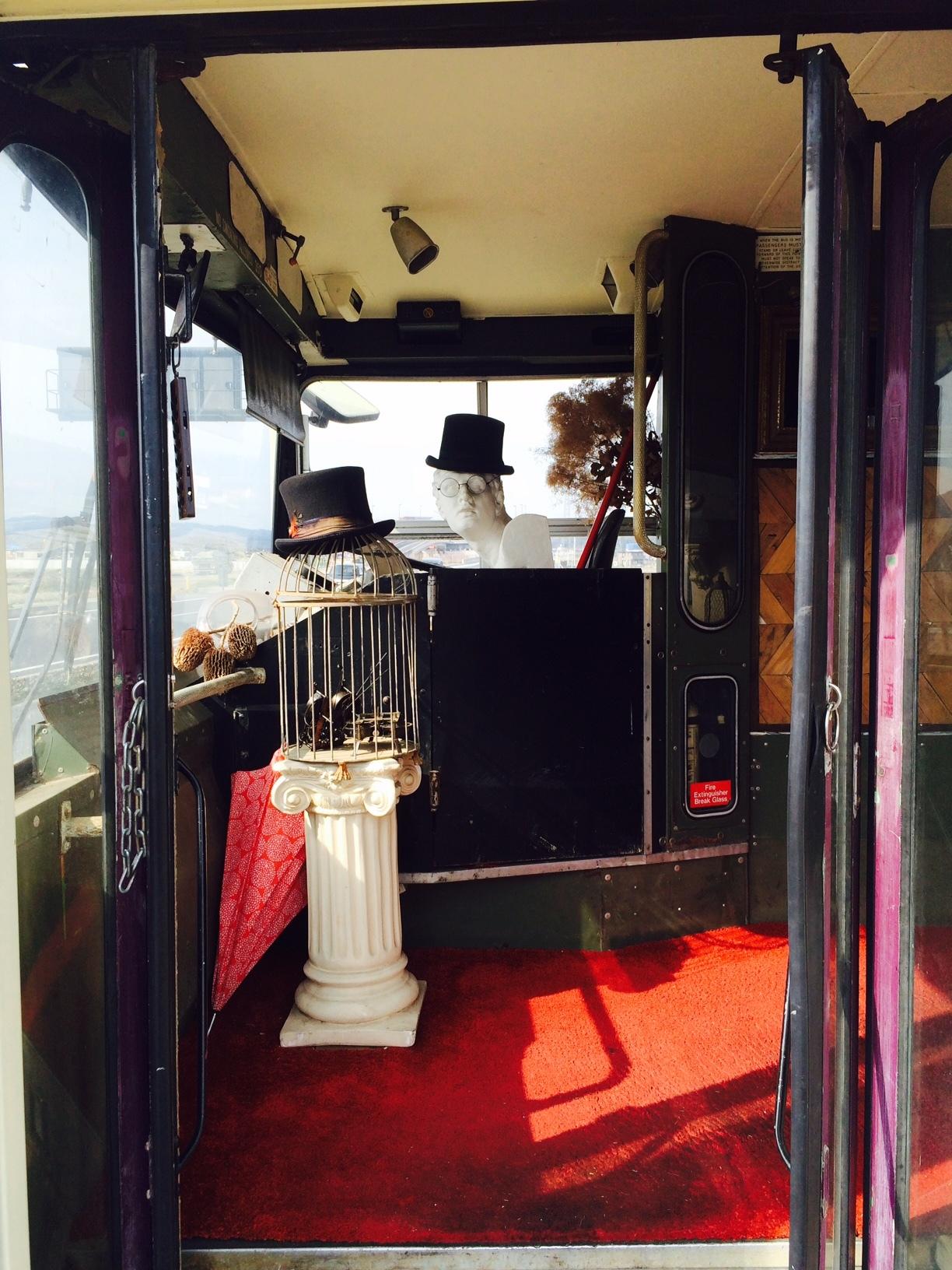 赤いバスのカフェ モンタギュー2