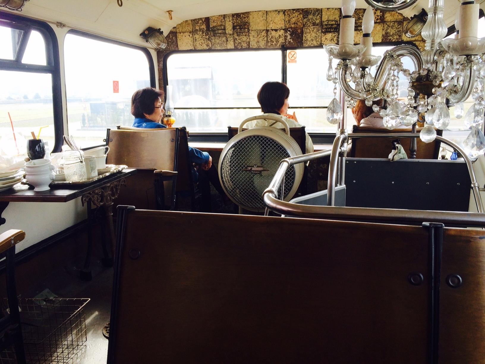 赤いバスのカフェ モンタギュー8
