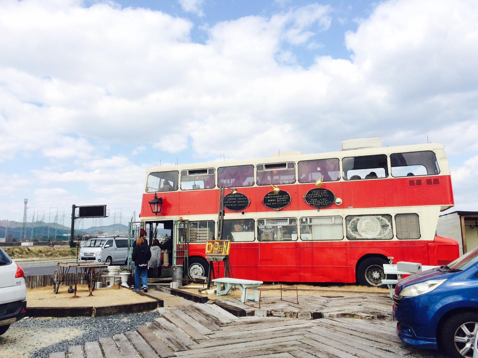 赤いバスのカフェ モンタギュー17