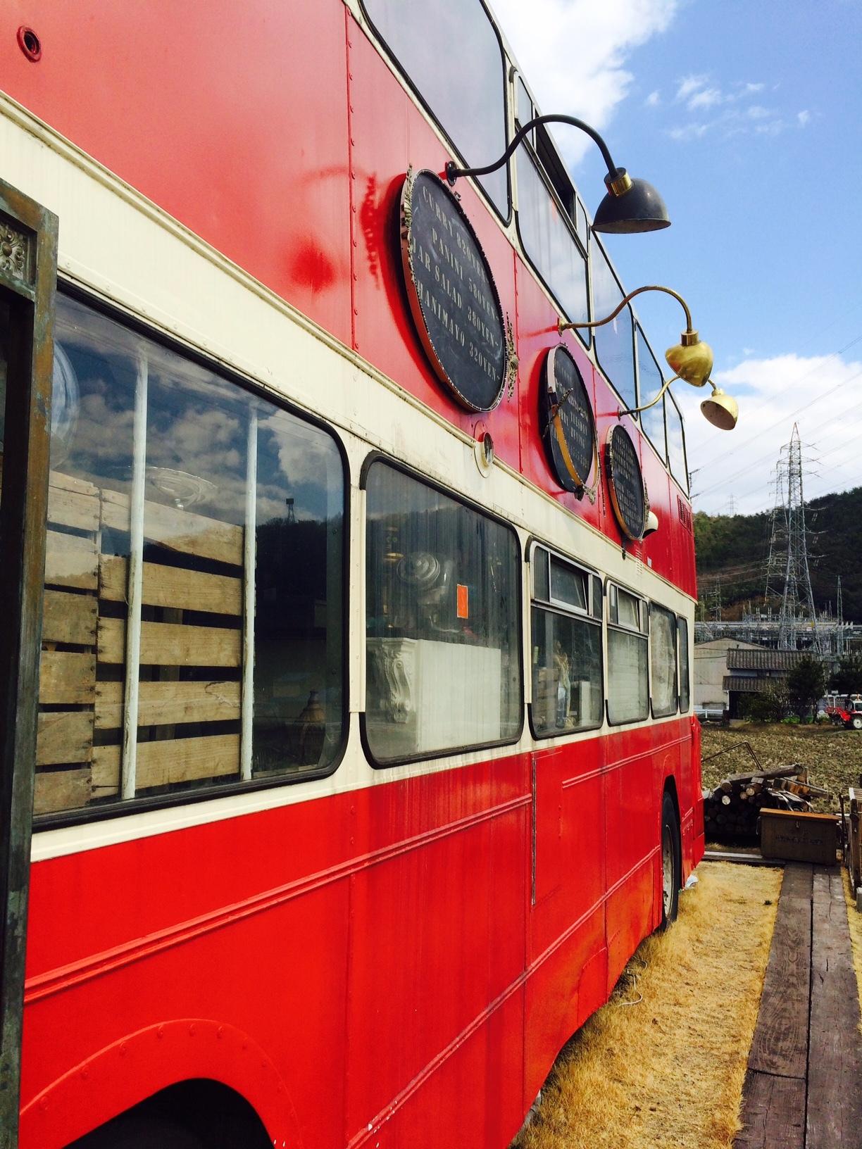 赤いバスのカフェ モンタギュー18