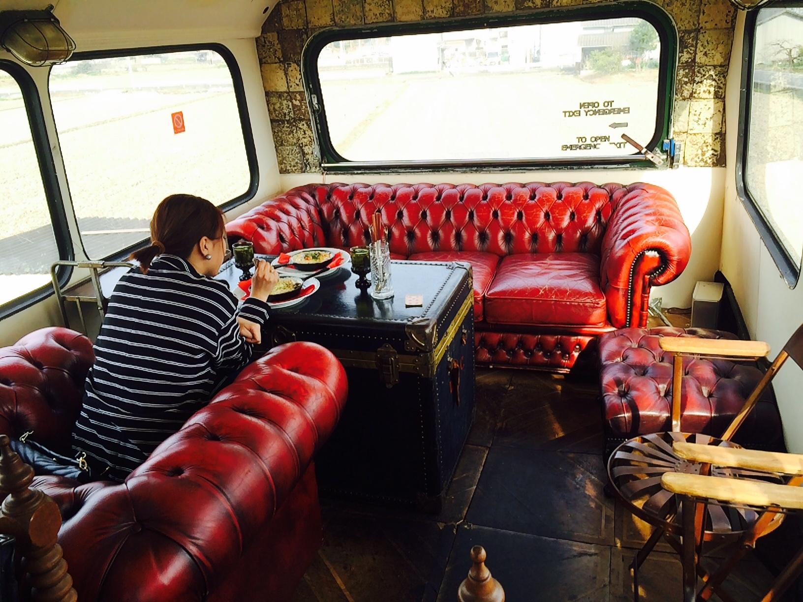 赤いバスのカフェ モンタギュー20