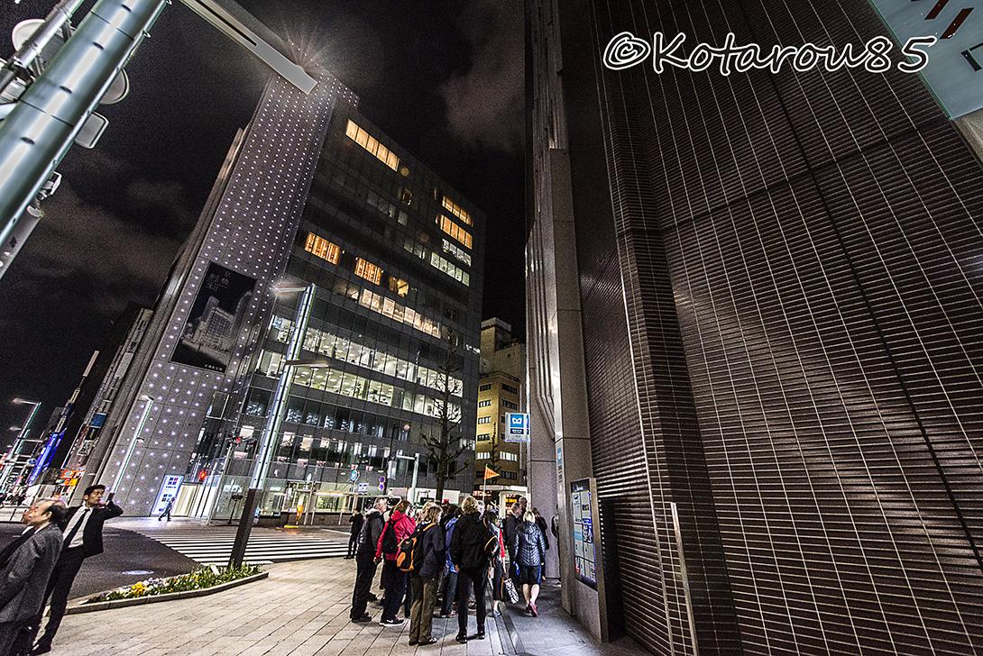 夜の京橋 外国人のツアー 20170426