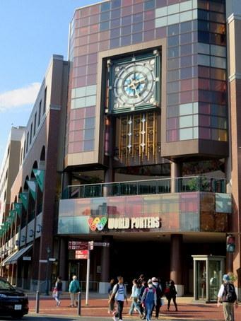 横浜ワールドポーターズの時計1