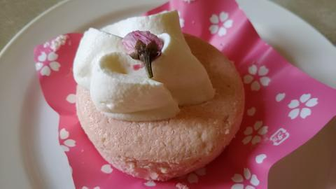 ローソン桜香るチーズスフレケーキ (4)