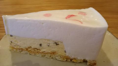 パパジョンズ桜ムースチーズケーキ (3)