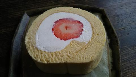 南果苺ロールケーキ (1)