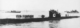 Japanese_submarine_RO-500_in_1943.jpg