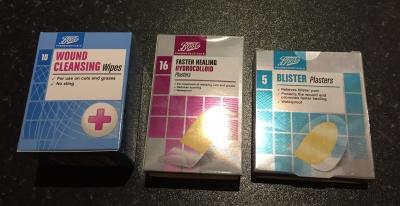 消毒綿と絆創膏とブリスター