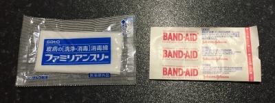 消毒綿と絆創膏