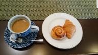 朝食の最後にパンとコーヒーが出た。お代わり自由。