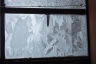 王ヶ頭ホテル売店の窓の霜模様①