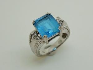 青い石のリングBefore1