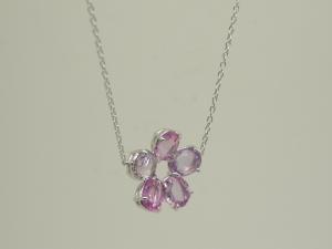 お花のネックレスピンク2