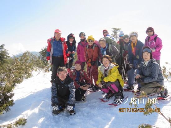 水ノ塔山頂(2,202m)後は黒斑山その後ろに噴煙を上げる浅間山