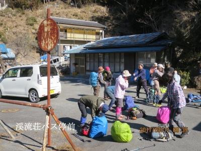 渓流橋バス停前広場