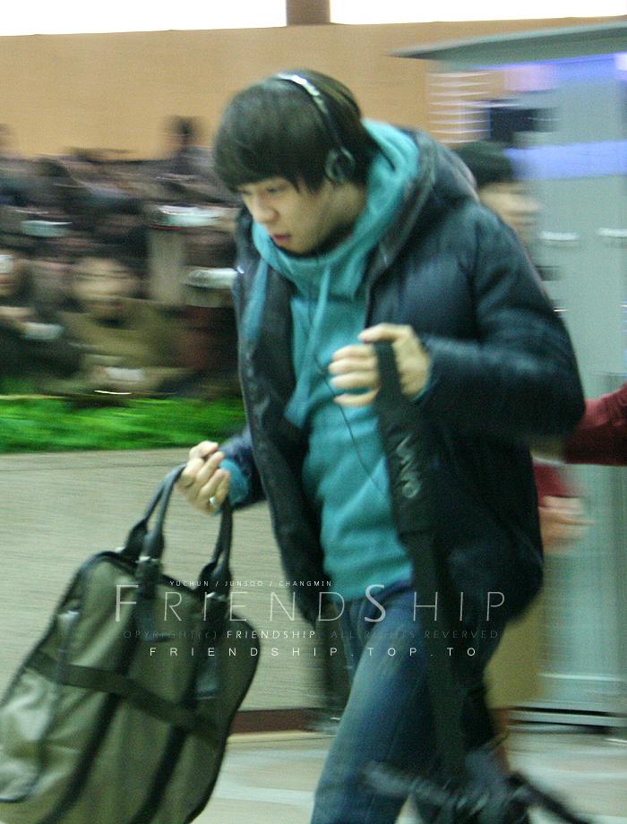 081227_tvxq_airport_yuchun_07.jpg