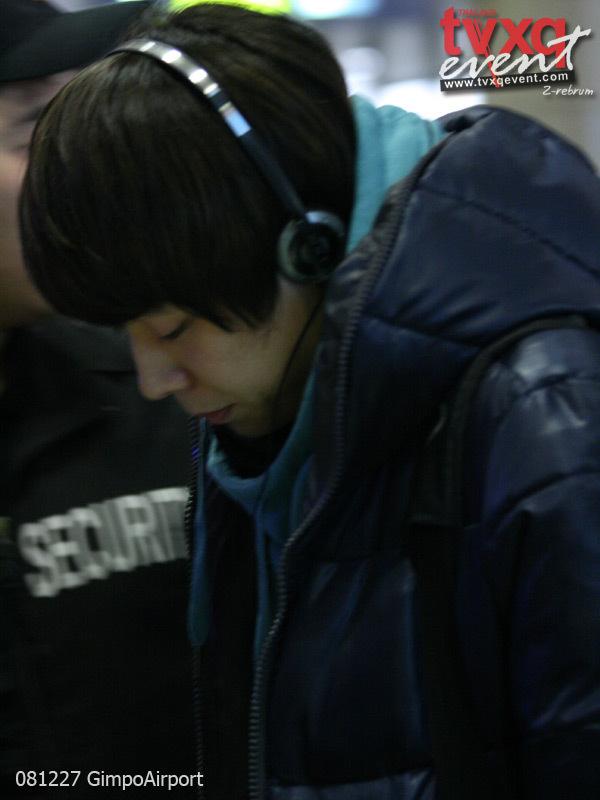 081227_tvxq_airport_yuchun_09.jpg