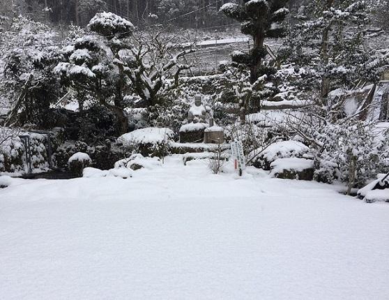 雪景色の我が家