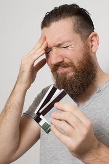 クレジットカードを持ってアチャー