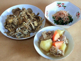 170210_4450 財田さんの料理・舞茸のオイスター炒め・ほうれん草のおひたし・肉じゃがVGA