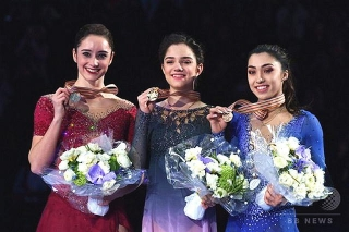 170331 フィギュアスケート世界選手権ヘルシンキ大会女子表彰台 img_fdbd0aa28cb67da50a0c1c59e1b7cea2171507_640x426