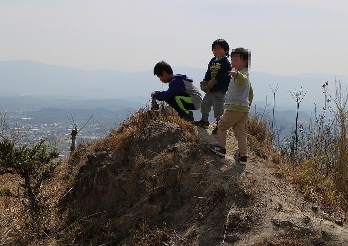 爺神山頂上石積み 29.3.18