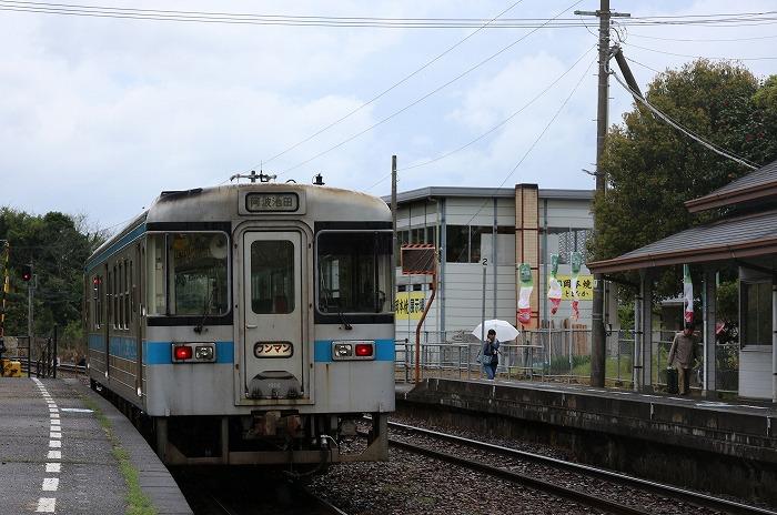たまたま来た電車から客2人降りる 29.4.17