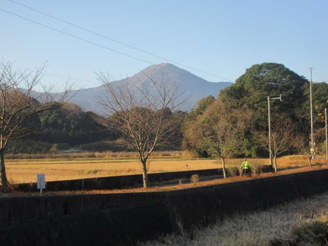 IMG8164JPG我が家から朝日の貫山