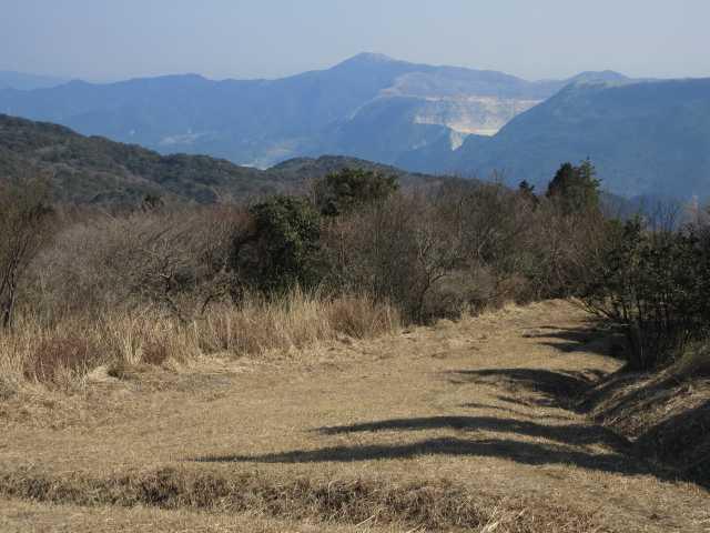 IMG8538JPG縦走路を牛斬り方面に下る貫山方面