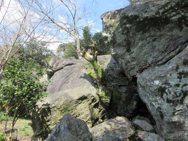 IMG8748JPG龍智窟の大岩