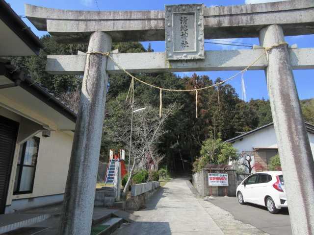 IMG8768JPG県道沿いにある清地神社鳥居